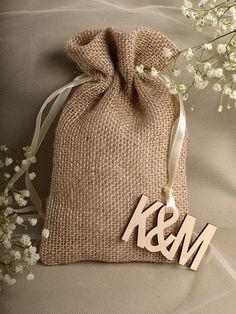 Natural Rustic Burlap Wedding Favor Bag Wedding by DecorisWedding Wedding Favors And Gifts, Wedding Favor Bags, Burlap Bags, Jute Bags, Burlap Crafts, Diy Crafts, Gift Bags, Wedding Cards, Etsy