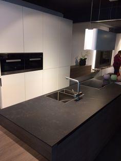 Black Kitchens, Home Kitchens, Grohe Blue, Small U Shaped Kitchens, Modern Contemporary Homes, Kitchen Worktop, Modern Kitchen Design, Art Deco, Kitchen Styling