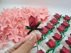 ~ flores de sakura e toppers de tulipa de origami ~ http://blog.sakuraorigami.com.br/p/contato_19.html
