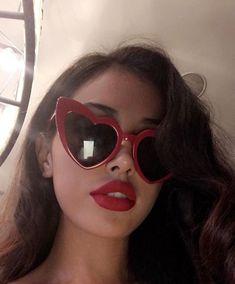 grafika alternative, fashion, and beautiful glasses makeup Cindy Kimberly, Womens Fashion Online, Latest Fashion For Women, Kreative Portraits, Girly Images, Tumbrl Girls, Cat Eye Colors, Red Aesthetic, Sunglass Frames