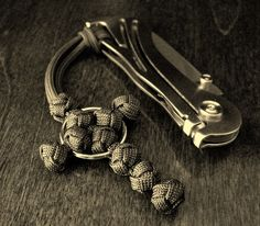 Stormdrane's Blog: Lanyard knot paracord cross with ring...