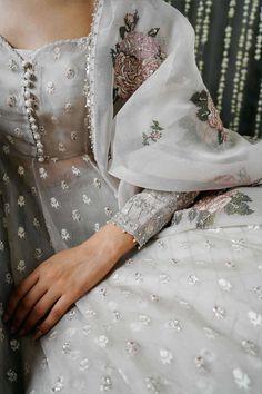 Dress Indian Style, Indian Fashion Dresses, Indian Designer Outfits, Designer Clothing, Abaya Fashion, Fashion Art, Indian Bridal Outfits, Pakistani Outfits, Bridal Dresses