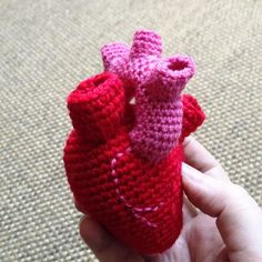Valentine Heart - Free Amigurumi Pattern (Scroll Down for the English Pattern , also in French ) http://labeletterose.blogspot.fr/2014/01/valentine-crochet-diy-here-is-my-heart.html