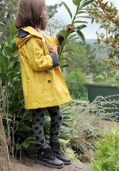trendy children blog de moda infantil: CON OTRO ESTILO raincoat kids street style