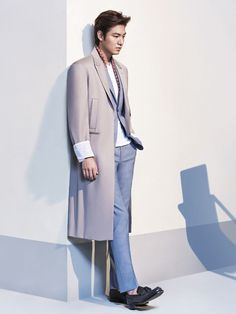 Lee Min Ho finished a photo shoot for L'Officiel Hommes Magazine's May 2014 issue. My prediction is more men will be ditching traditional neckties and choosing great-looking suits and coats that can stand alone. They've already lost the socks & I'm glad to see it. Shoes w/bare ankles are just plain hot!  -Lily   #asianfashion #leeminho