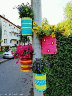 Diy Discover Tie colorful DIY flower pots to posts. Tie colorful DIY flower pots to posts. Garden Crafts, Garden Projects, Diy Crafts, Diy Projects, Diy Flowers, Flower Pots, Spring Flowers, Hanging Flowers, Flower Colors
