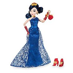 This fully poseable doll features Evie from Disney's <i>Descendants She's wearing the dress she designed for cotillion, the lavish event where her fashion line will debut to the Auradon public. Disney Descendants Dolls, Descendants Wicked World, Disney Dolls, Barbie Et Ken, Barbie Dolls, Fairy Bedroom, Mal And Evie, Disney Theory, Rapunzel And Flynn