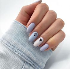 False nails have the advantage of offering a manicure worthy of the most advanced backstage and to hold longer than a simple nail polish. The problem is how to remove them without damaging your nails. Pink Nails, My Nails, Violet Nails, Pastel Blue Nails, Polish Nails, Blue And White Nails, New Nail Designs, Nails 2018, Cute Acrylic Nails