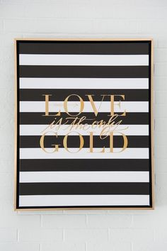 """<p>Love is the only gold, <a href=""""http://www.stylemepretty.com/oklahoma-weddings/oklahoma-city/2014/06/25/black-gold-artwork-inspired-wedding-details/"""" target=""""_blank"""">aqui</a></p>"""