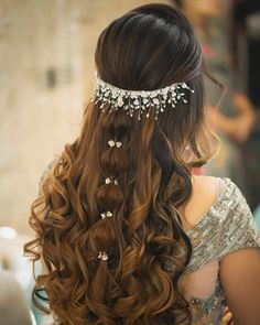 Hair Jewels That'll Give Your Bridal Jewellery A Run For Its Money! Hairstyles For Gowns, Indian Wedding Hairstyles, Bride Hairstyles, Office Hairstyles, Stylish Hairstyles, Hairstyles Videos, Hairstyle Short, School Hairstyles, Hair Updo
