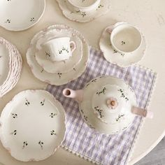 Aesthetic Japan, Aesthetic Images, White Aesthetic, Violet Aesthetic, Aesthetic Food, Cute Kitchen, Tea Party, Tea Cups, Decorative Plates