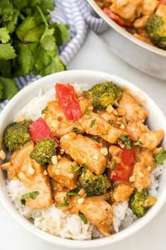 Easy Thai Peanut Chicken Family Fresh Meals, Easy Family Dinners, Quick Easy Meals, Weeknight Dinners, Thai Peanut Chicken, Dinner Recipes, Meal Recipes, Dinner Ideas, Kitchens