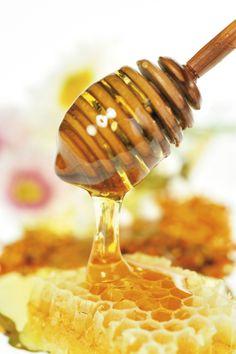Proverbios 16:24 Panal de miel son los dichos suaves; Suavidad al alma y medicina para los huesos. ♔