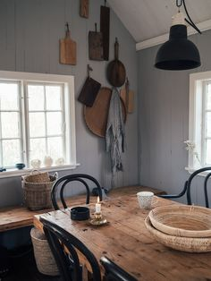 Love this small kitchen space full of handcrafted items Scandi Home, Wooden Cabins, Self Design, Modern Barn, Cabin Interiors, Cabins In The Woods, Natural Materials, Small Spaces, House Styles