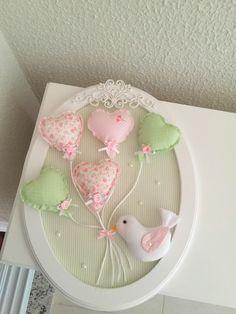 quadro-oval-passarinho-com-baloes-quadro-passarinho