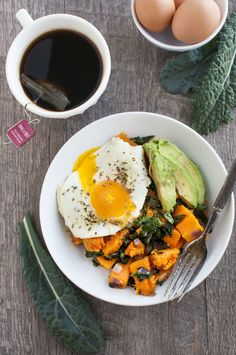 17. Kale and Butternut Squash Breakfast Bowl #paleo #breakfast #bowls http://greatist.com/eat/paleo-breakfast-recipes-to-eat-by-the-bowlful
