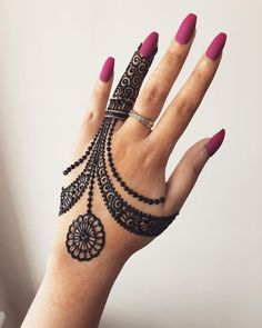 Mehndi is something that every girl want. Arabic mehndi design is another beautiful mehndi design. We will show Arabic Mehndi Designs. Indian Henna Designs, Finger Henna Designs, Henna Art Designs, Mehndi Designs For Girls, Mehndi Designs For Beginners, Modern Mehndi Designs, Mehndi Design Photos, Mehndi Designs For Fingers, Latest Mehndi Designs