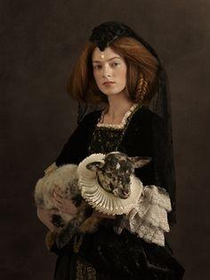 Sacha Goldberger / Photographer : Sacha Goldberger - portrait with animal - flemish painting