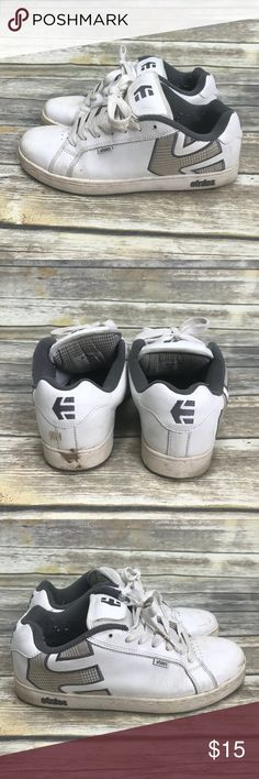 Men's Etnies Skate Shoes 11 Men's Etnies Skate Shoes 11 - Needs cleaning, reflected in price Etnies Shoes