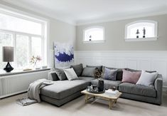 Gravity Home : Source: Bolig Magasinet Nordic Lights, Manly Living Room, Home Living Room, Gravity Home, House Design Photos, Rental Decorating, Scandinavian Interior Design, Scandinavian Style, Beautiful Villas