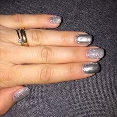 Chrome und Silberglitzer  Nägel schön und stabil. 💕