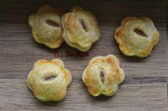 Kuchen-To-Go: Kleine Hand-Pies mit Rhabarber-Frischkäse-Füllung  Rezept zum Nachbacken: https://love-whati-do.blogspot.de/2018/04/HandPies-Rhabarber.html