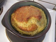 - 3 dl porkkanaraastetta  - 4 kananmunaa  - 4 dl mantelijauhoa  - 2 rkl oliiviöljyä  - puolukkajauhetta / puolukoita  - ripaus merisuolaa...