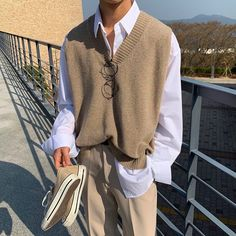 Uploaded by kpopvie ❥. Find images and videos about boy, outfit and handsome on We Heart It - the app to get lost in what you love. Indie Outfits, Retro Outfits, Vintage Outfits, Cool Outfits, Fashion Outfits, Vest Outfits, Hoodie Outfit, Mode Streetwear, Streetwear Fashion