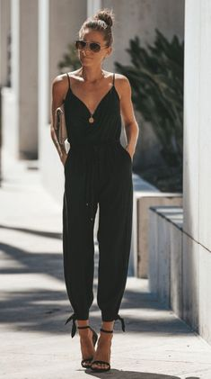 Black overalls with V-neck and high slit- Schwarze Overalls mit V-Ausschnitt und hohem Schlitz Black overalls with V-neck and high slit - Summer Fashion Outfits, Spring Outfits, Spring Fashion, Casual Outfits, Cute Outfits, Black Outfits, Autumn Outfits, Summer Casual Dresses, Sweater Outfits
