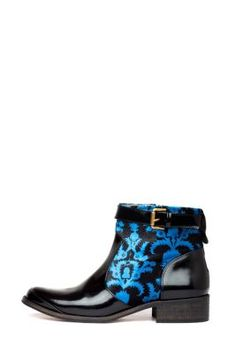 Desigual women's Mass ankle boots from the Desigual by L range, which combine suede and patent leather. Very original, aren't they