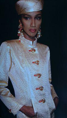 Katoucha Niane en Juillet 1991. Collection Haute Couture hiver 1991/92. Photo Roxanne Lowit.