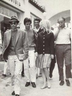 Brigitte Bardot, Jean-Luc Godard and Sammy Frey in Capri during filming of Le Mepris Brigitte Bardot, Bridgette Bardot Style, Film Le, Jean Luc Godard, French Movies, Capri Italy, Small Moments, Claude, Film Stills