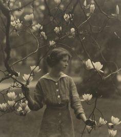 Arnold Genthe - Edna St. Vincent Millay, 1917