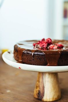 the best chocolate cake you'll ever have: melt-in-your-mouth flourless chocolate cake // gratitude and greens // #glutenfree #dairyfree #plantbased #recipe