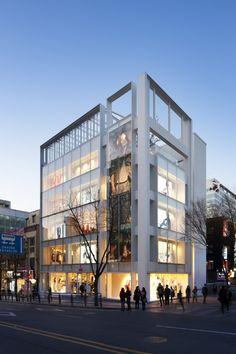 H&M Seoul Hongdae Store / D·Lim Architects 本來的底子就不錯。