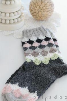 p i i p a d o o: villasukat / knitted socks Crochet Socks, Diy Crochet, Knitting Socks, Hand Knitting, Knitting Patterns, Yarn Projects, Knitting Projects, Wool Socks, Handmade