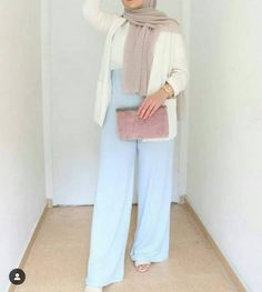 Comfy casual hijab outfits – Just Trendy Girls Source by justtrendygirls outfits hijab Hijab Fashion Summer, Modest Fashion Hijab, Stylish Hijab, Modern Hijab Fashion, Street Hijab Fashion, Casual Hijab Outfit, Hijab Fashion Inspiration, Hijab Chic, Casual Hijab Styles
