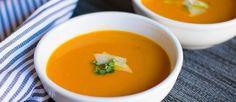 Romige soep van geroosterde wortel