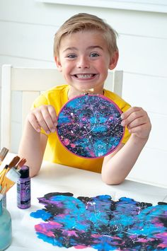 DIY Galaxy Painting Tutorial: Embroidery Hoop Art for Kids - Darice Today's craft is literally out of this world, far far into the galaxy! Make your own super fun DIY galaxy painting craft! Galaxy Projects, Galaxy Crafts, Diy Galaxy, Painting Crafts For Kids, Diy Crafts For Kids, Projects For Kids, Kids Diy, Summer Camp Crafts, Camping Crafts