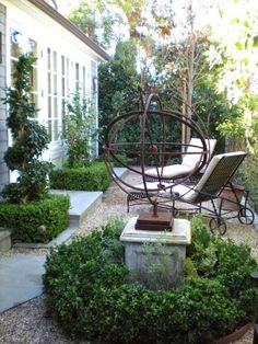 Delightful conversation nook in the garden | Gardens Click