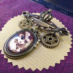 Broche Steam T // Steampunk fanart // cristaux Swarovski #CloveredC #brooch #victorian #tophat #fanart #swaroski #pinup #steampunk #handmade #handcrafted