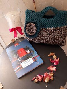 Un joli livre et un sac en crochet pour le mettre en avant, réalisé d après le livre