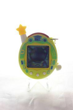Tamagotchi (Bandai) Connection v4.5 jaune - yellow