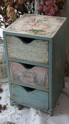 The Shabby Chic décor style popularized by Rachel Ashwell and Arhaus seeks to have an opulent vintage look. Shabby Chic furniture is given a distressed look by covered in sanded milk paint. Decoupage Furniture, Funky Furniture, Recycled Furniture, Paint Furniture, Handmade Furniture, Handmade Home Decor, Shabby Chic Furniture, Refurbished Furniture, Furniture Makeover