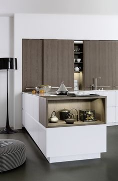 Wildhagen   Strakke keuken met schuifdeuren. www.wildhagen.nl #designkeuken