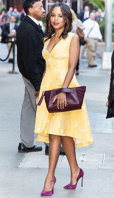 Kerry Washington looking gorgeous in a pale yellow Giles Deacon dress, maroon Casadei Blade pumps, and Purple Purse Project clutch. Post Pregnancy Fashion, Maternity Fashion, Pregnancy Style, Brunette Color, Brunette Hair, Mellow Yellow, Cheap Dresses, Ladies Dresses, Yellow Dress