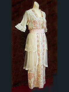 Tea Gown, c. 1910's from The Great Basin Costume Society blog.