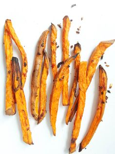 Easy recipe for teriyaki-glazed sweet potatoes with just 5 minutes of prep time. Naturally vegetarian and vegan vegetable side dish.