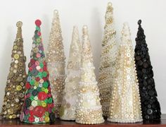 Button Decorated Christmas Trees Christmas Tree Decorations Ribbon, Christmas Tree Garland, Christmas Tree Crafts, Yule Decorations, Homemade Christmas Gifts, Christmas Centerpieces, Christmas Wishes, Christmas Projects, Winter Christmas