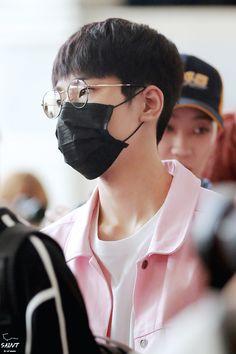 160804 SEVENTEEN Wonwoo at Gimpo Airport by @saint_ww
